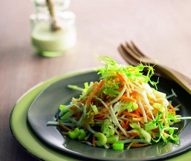 Salade van koolrabi en bleekselderij