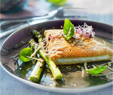 Soufflé-omelet met groene asperges