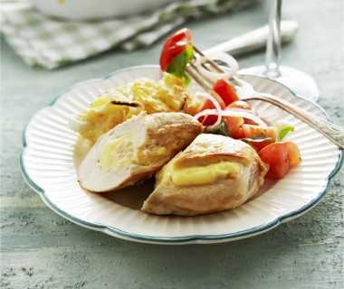 Kipfiletpakketjes met camembert en aardappelgratin