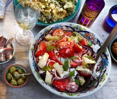Tomatensalade met artisjok en feta