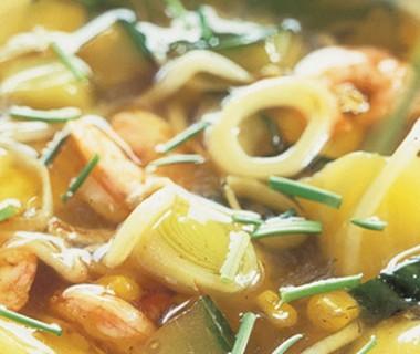 Komkommersoep met ananas en garnalen