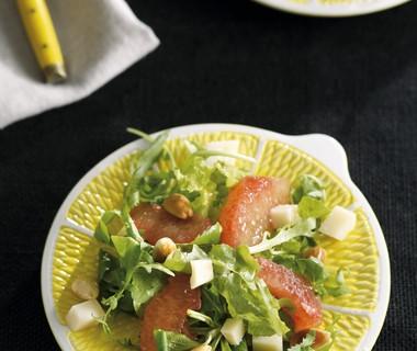 Salade met geitenkaas, amandelen en rode grapefruit