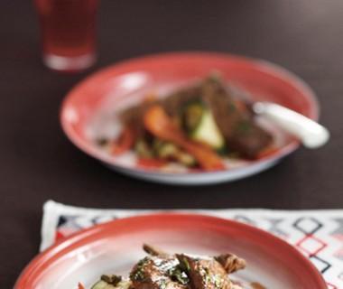 Churrasco met chimichurri en gegrilde groenten