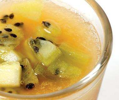 De ananassoep met kiwi van Shirley de Becker