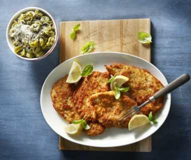 Schnitzel met pesto en parmezaan