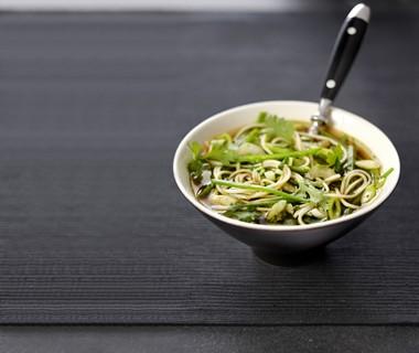 Noedelsoep met groene groenten