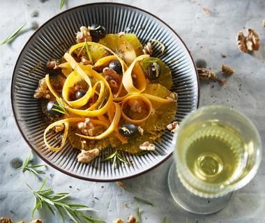 Wortelsalade met sinaasappel en olijven
