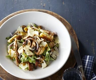 Rucola salade met aubergine en gebakken paddenstoelen