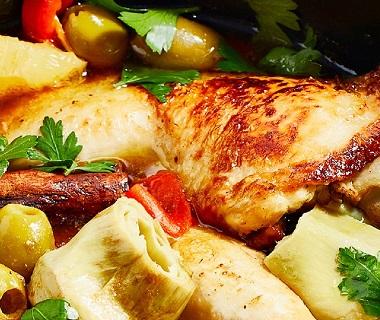 Kipstoof met citroen, artisjok en olijven