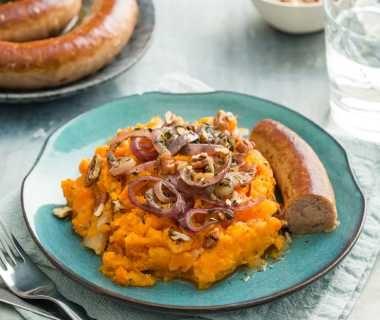 Zoete aardappel hutspot met verse worst