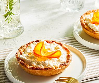 Tartelette met hüttenkäse en gekaramelliseerde sinaasappel