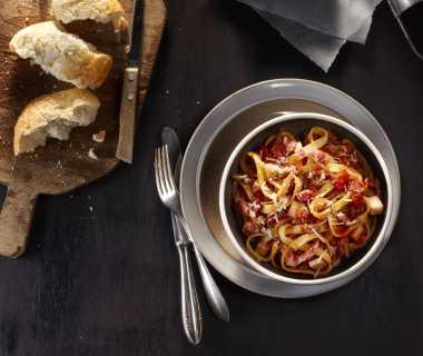 Tagliatelle met gehakt, pancetta en knolselderij