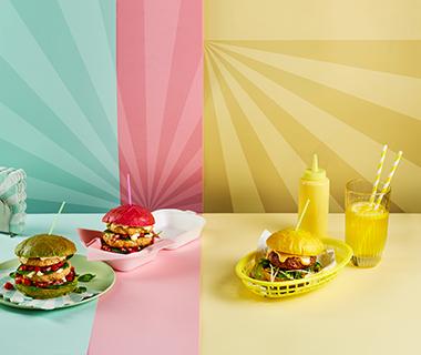 Oosterse hamburger met citroen, koriander en taugésalsa