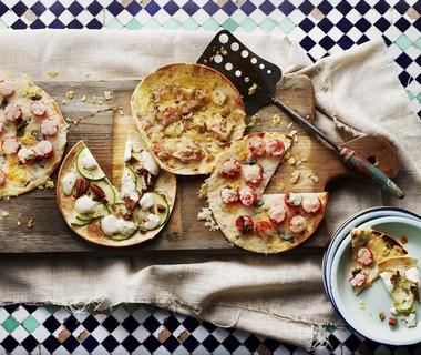 'Flatbread' met tomaat en jonge kaas