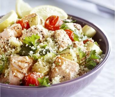Couscoussalade met geroosterde groenten en zalm