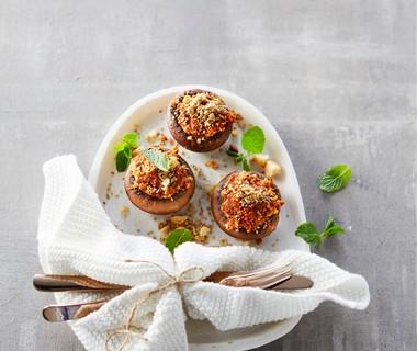 Gevulde kastanjechampignons met walnoten en macadamia