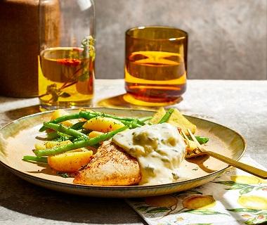 Kipfilet in gorgonzolasaus met gebakken aardappels en sperziebonen