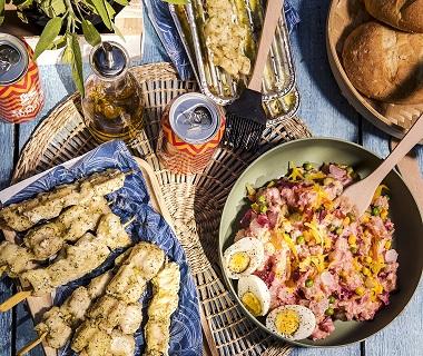 Surinaamse roze aardappelsalade met pangasiusfilet in dillesaus