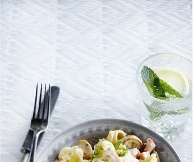 Salade van pastaschelpjes met ham en champignons