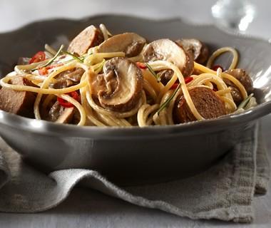 Romige spaghetti met champignons en worst