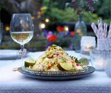 Couscous met kip, komkommer en rode ui
