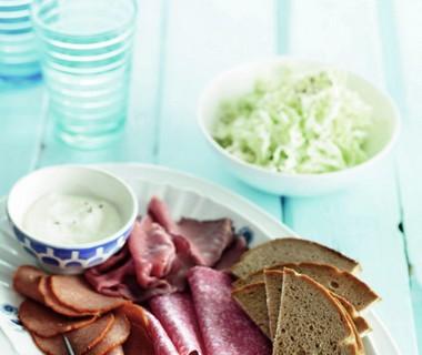 Duitse vleeswarenschotel met wittekoolsalade