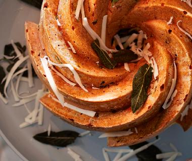 Hartige tulband met spruitjes en gruyère