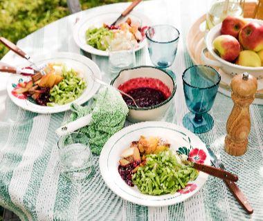 Braadworst met appel en rode bessenchutney