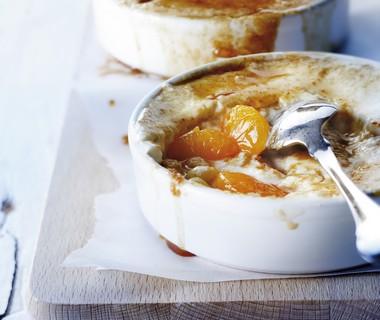 Kwark-crème brûlée met mandarijn en rozijnen