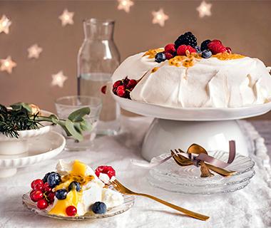 Pavlova met citroenroom en roodfruit