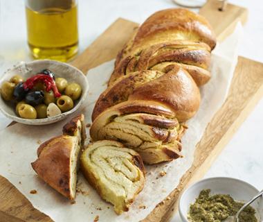 Vlechtbrood met Pesto alla Genovese