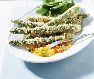 Gefrituurde asperges met mangosalsa