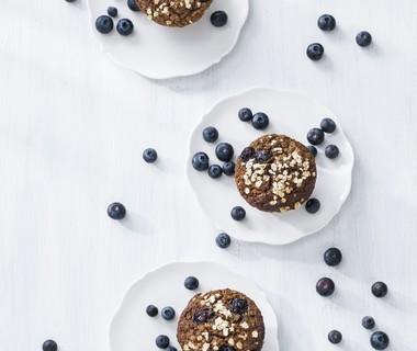 Ontbijtmuffins met blauwe  bessen en havermout
