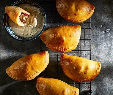 Empanada's met gehakt en geroosterde paprika