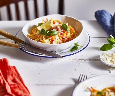 Pasta met wortelspaghetti en roomsaus