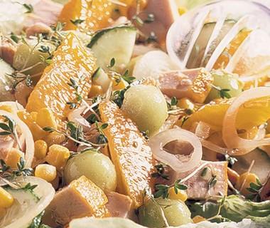 Zomerse maaltijdsalade met kip en meloen