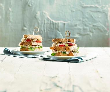 Sandwich makreelsalade met appel