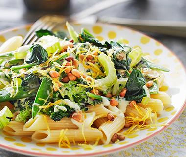 Pasta met broccoli, peultjes en spinazie