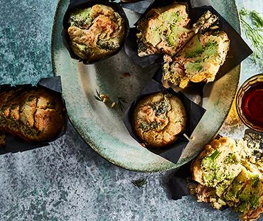 Zalmmuffins met broccoli