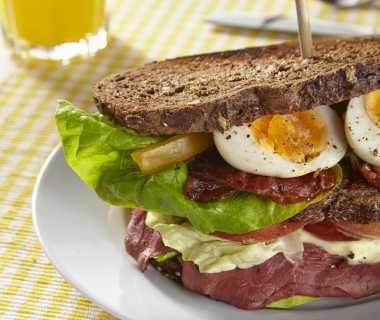 Clubsandwich met basilicummayonaise van René Pluijm