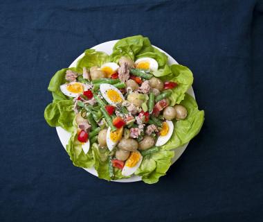 Aardappelsalade met sperzieboontjes en tonijn