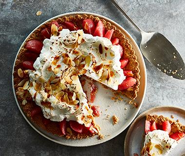 Havermout-meringue pie met stoofpeertjes