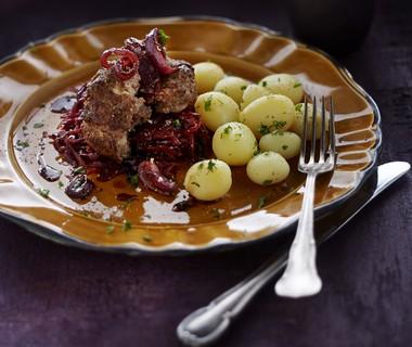 Duitse biefstuk met uienmarmelade en rodekool