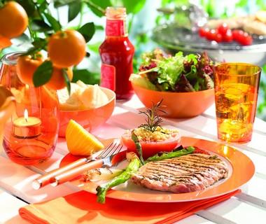 Italiaanse schnitzels met geroosterde uitjes en tomaten