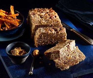 Kruidig gehaktbrood met pecan en rozijnen