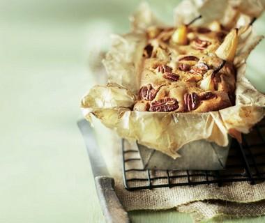 Mokkacake met peer en pecannoten