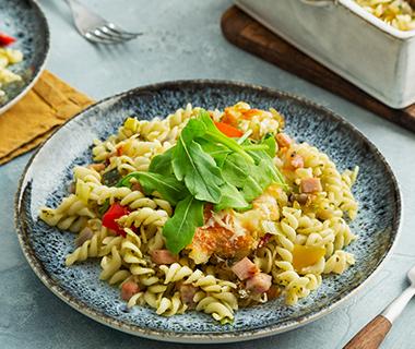 Ovenschotel met pasta en groene pesto