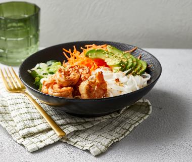 Rijstnoedel-bowl met garnalen