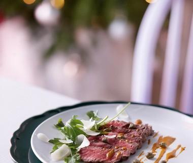 Dungesneden steak met kappertjes