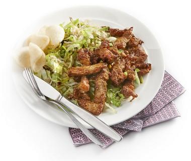 Gebakken rijstschotel met pikant vlees